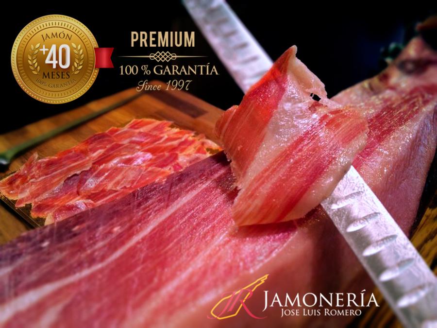 Jamón Bellota Premium corte a cuchillo en Jamonería José Luis Romero